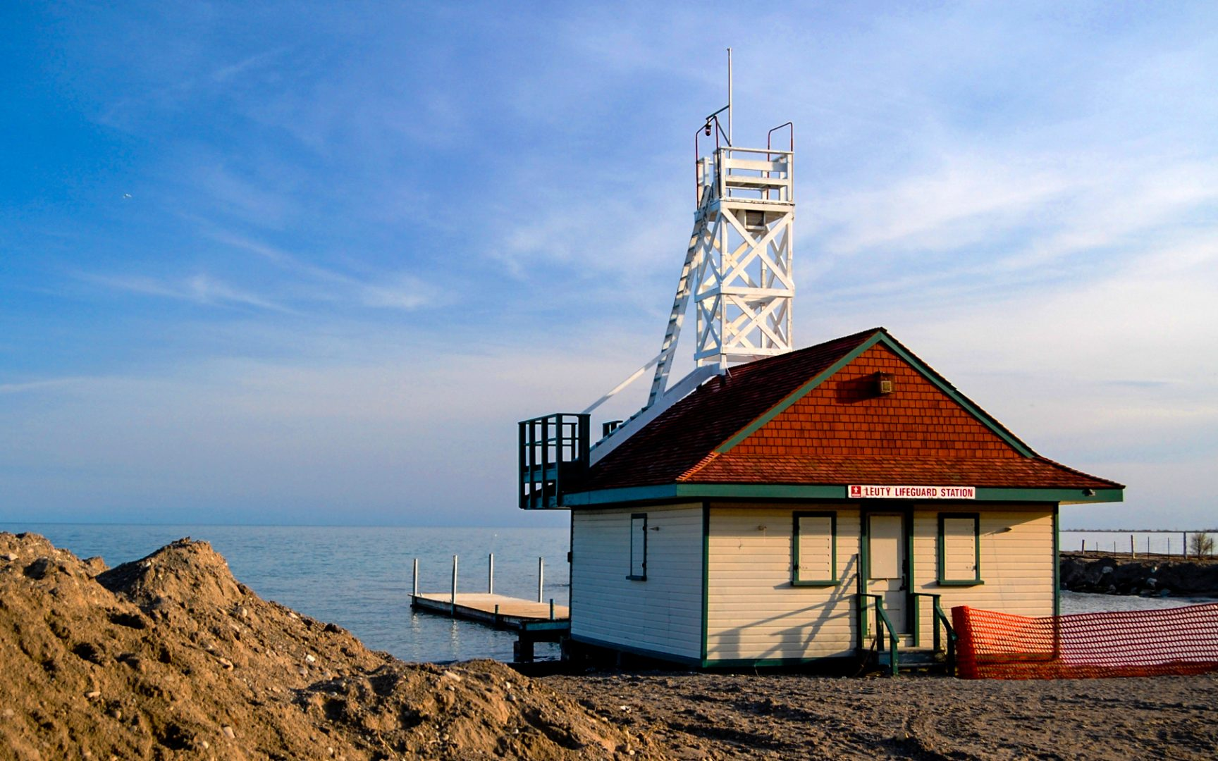 Lake Ontario and Leuty Lifeguard Station