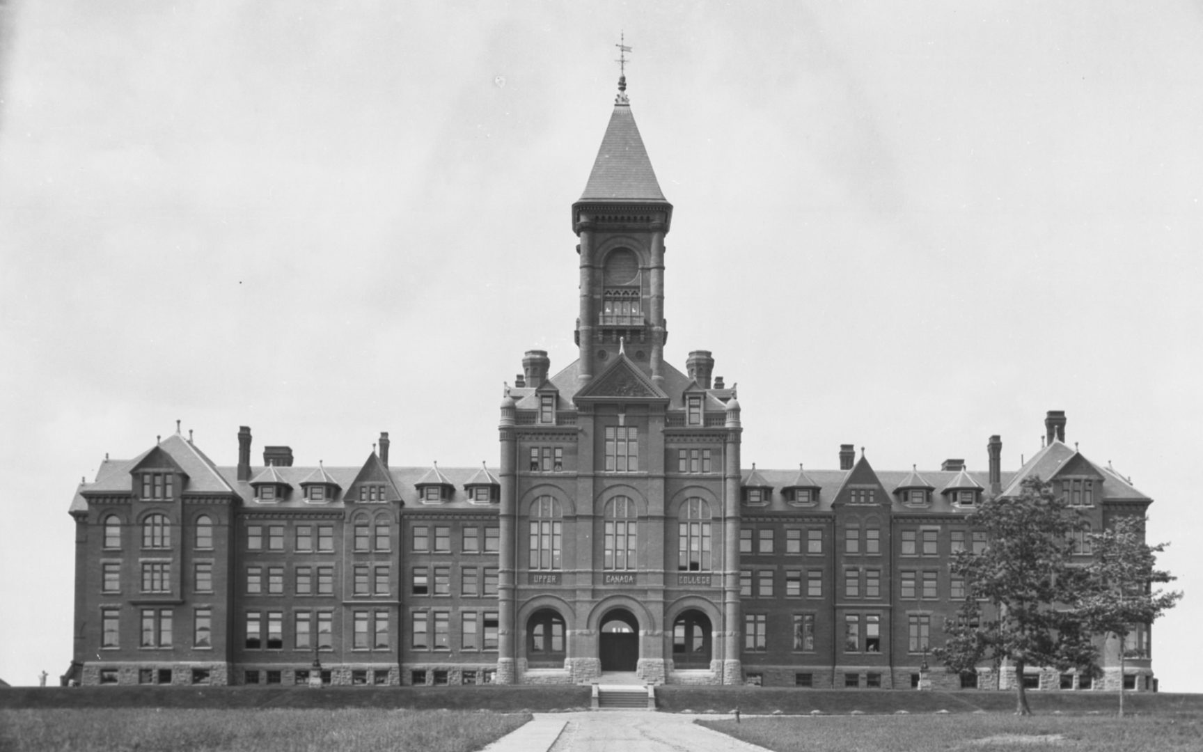 Upper Canada College (opened 1891), Lonsdale Rd., n. side, betw. Oriole Parkway & Forest Hill Rd.
